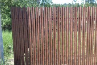 Забор из двухстороннего штакетника, Фото, №44, ЕВРОШТАКЕТНИК  ПОД ДЕРЕВО