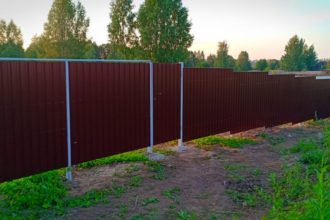 Забор из профнастала под дерево, Фото, №34, Забор  из профнастила  12 соток