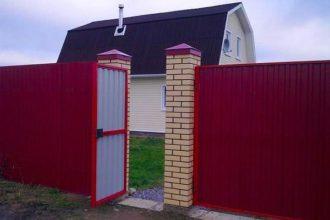 Забор из профнастала под дерево, Фото, №38, Заборы из красного профнастила