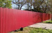 Забор из красного профнастила, Фото, №4