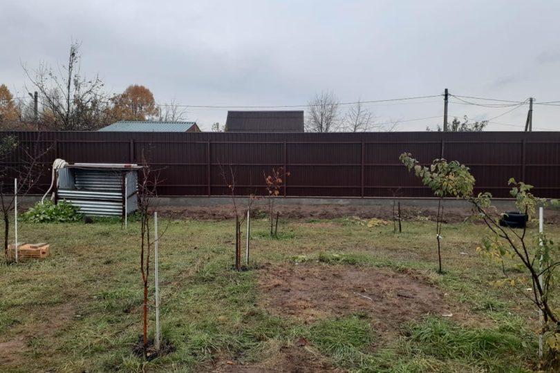 Забор из профнастала на ленточном фундаменте, Фото, №1