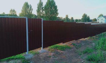 Забор из профнастила высотой 2.5 метра