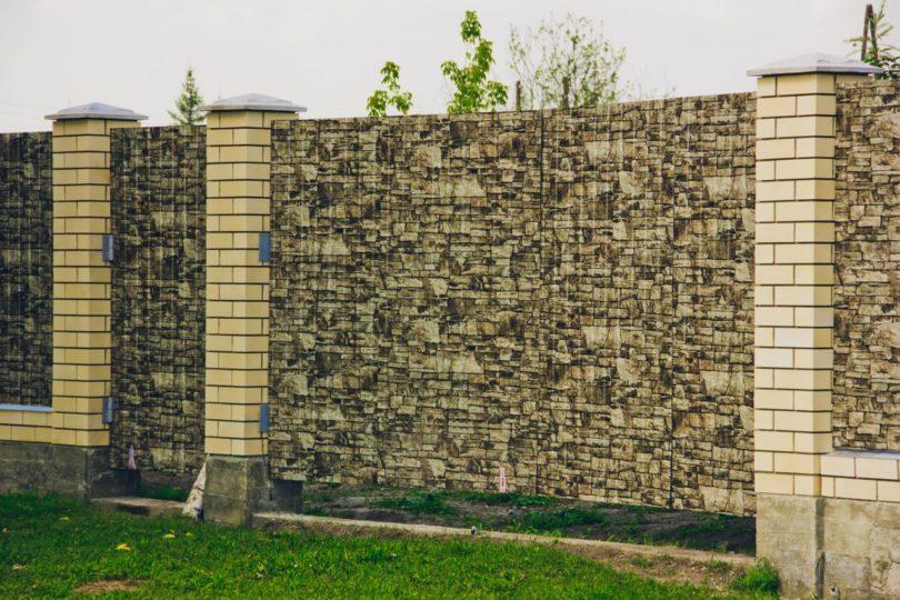 Забор из профнастила под камень, Фото, №6