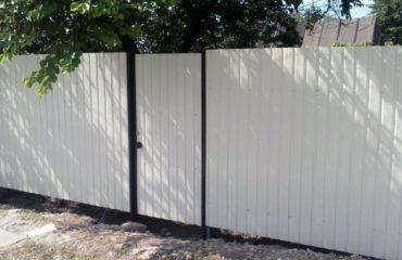 Забор из белого профнастила, Фото, №1