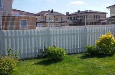 Забор из белого штакетника, Фото, №1