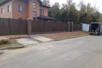 Забор из штакетника с откатными воротами, Фото, №3
