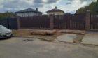 Забор из штакетника с кирпичными столбами, Фото, №11