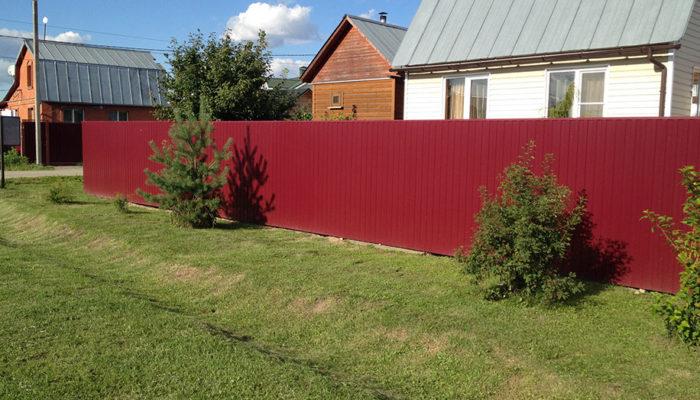Забор из красного профнастила, Фото, №5