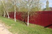 Забор из красного профнастила, Фото, №1