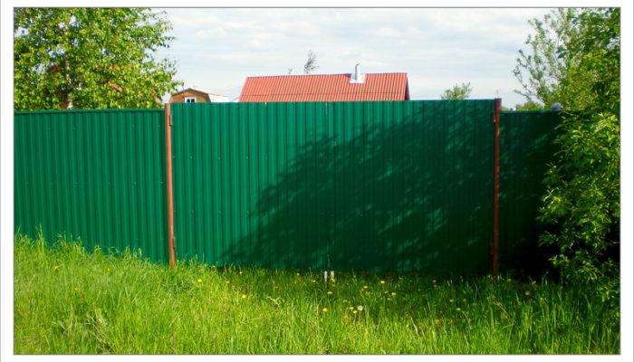 Забор из зеленого профнастила, Фото, №5
