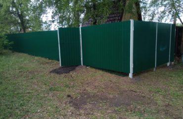 Забор из зеленого профнастила, Фото, №1