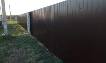 Забор из профнастила высотой 1.5 метра