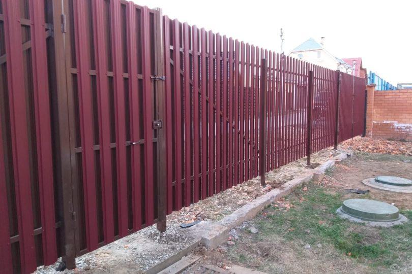Забор из штакетника с ленточным фундаментом, Фото, №1
