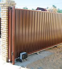 Узнайте подробнее из каких элементов мы монтируем забор