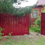 забор из металлического штакетника для дачи